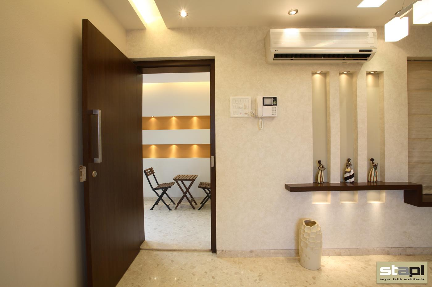 Queensbay show flat soyuz talib architects for Interior designs for small flats in mumbai